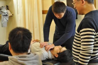 楓接骨院で胸部の実技研修
