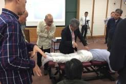柔整師会で好評を得たカイロプラクティック実技講習の発展ヴァージョンを、業者団体からの要請を受けて日本赤十字会館で実施。